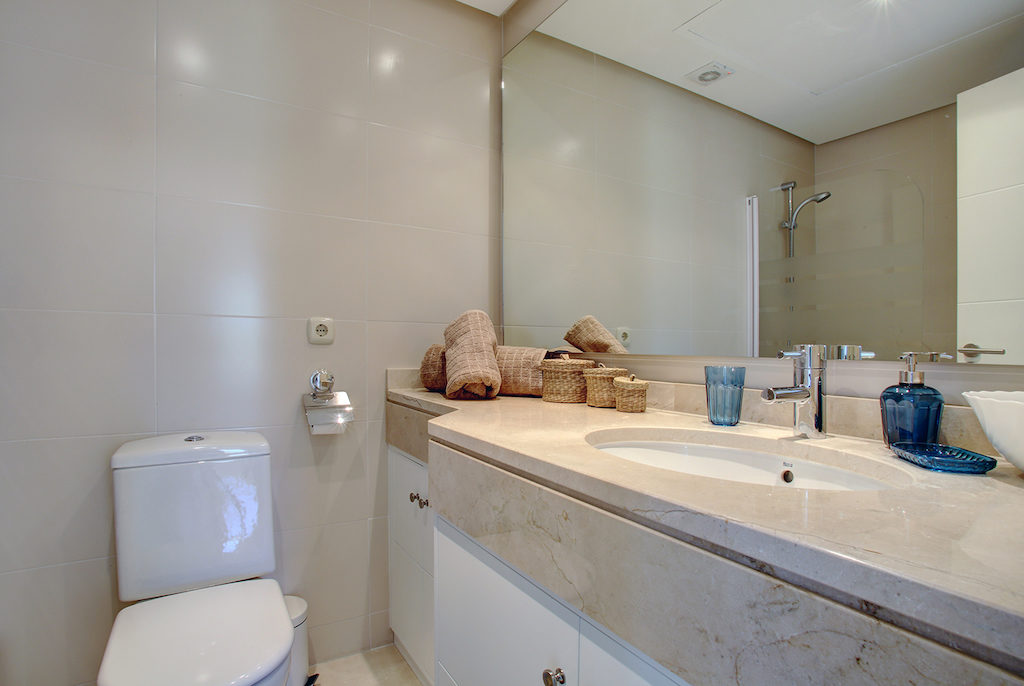 Image shows modern bathroom