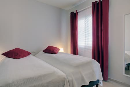 Image shows 2 twin beds